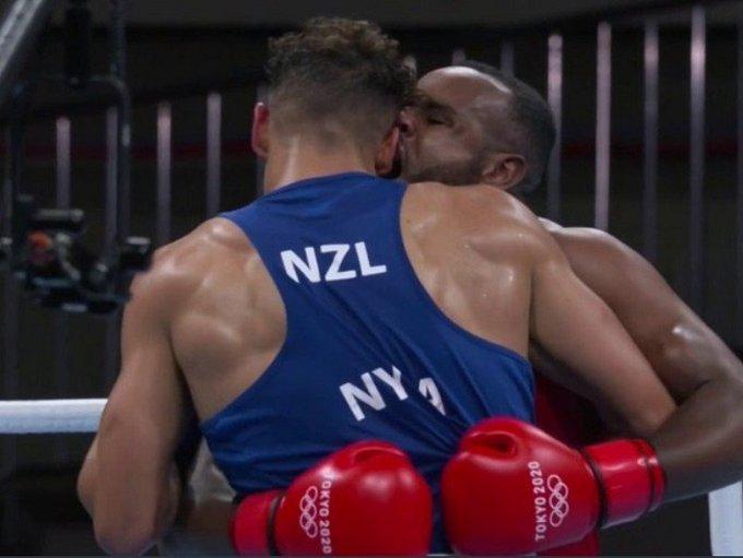 """Descalifican a boxeador olímpico por """"hacer un Mike Tyson"""""""