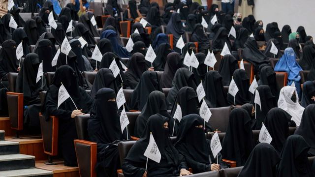 Nuevas reglas para las mujeres estudiantes en Afganistán