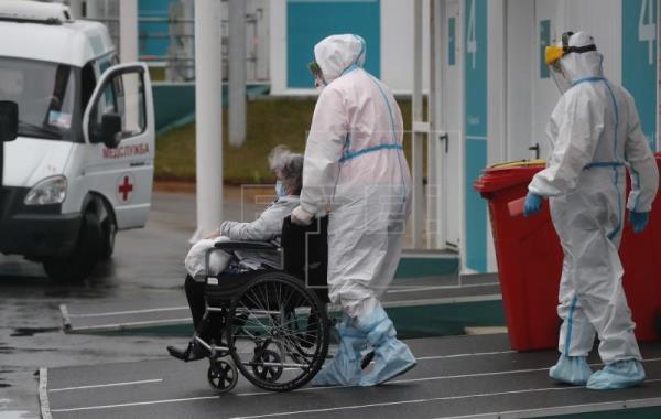 En las últimas 24 horas el COVID-19 cobró la vida de más de mil personas, mientras los contagios superan diariamente los 30 mil casos.